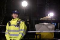 الشرطة البريطانية تغلق مسرح الحادثة بانتظار التحقيقات (رويترز)
