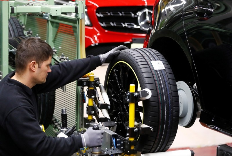 An employee of German car manufacturer Mercedes Benz installs wheels at a A-class model at the production line at the Daimler factory in Rastatt, Germany, Feb. 4, 2019. (Reuters Photo)
