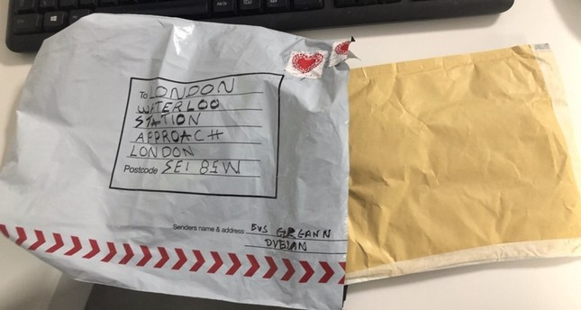 A handout picture taken on March 6, 2019, and released by the British Metropolitan Police Service in London on March 7, 2019, shows an improvised explosive device that was sent to London Waterloo train sation (AFP Photo)