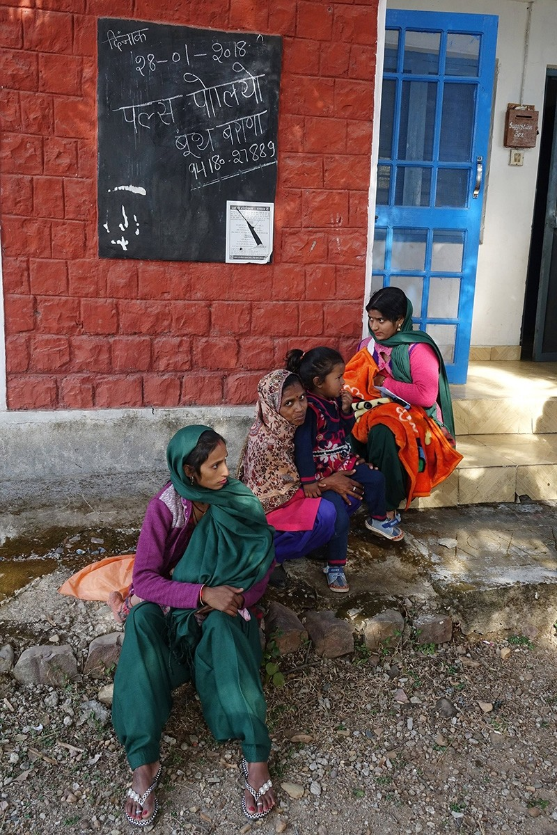 Indian women wait as they visit to get children administered for pulse polio drops at a booth in Barana village, some 40 km from Dharamsala, India, Jan. 28 2018. (EPA Photo)