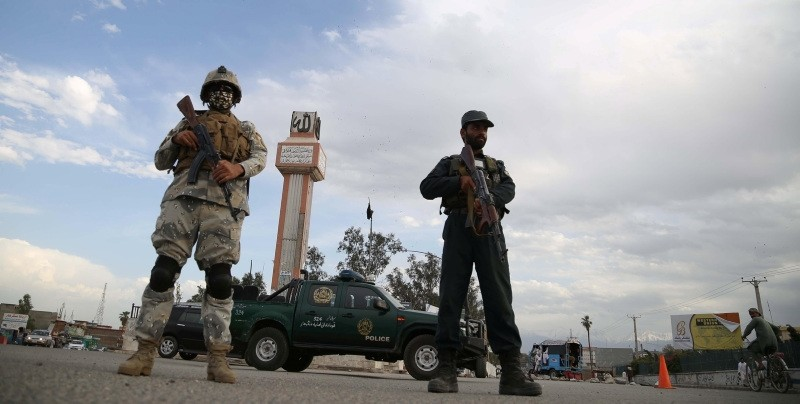 Afghan police stand guard at a checkpoint in Jalalabad, Afghanistan (EPA File Photo)