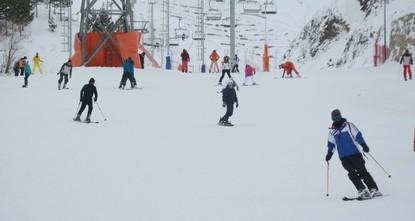ثلوج أرضروم التركية تستقطب عشاق التزلج في رأس السنة