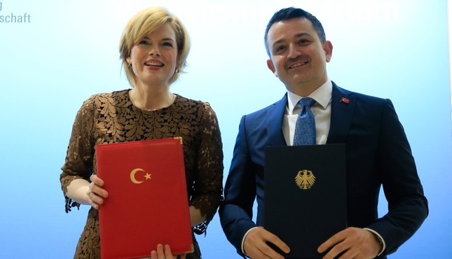 Photo shows Germany's Federal Food and Agriculture Minister Julia Klöckner (L) and Turkish Agriculture and Forest Minister Bekir Pakdemirli. (AA Photo)