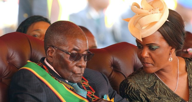 Zimbabwean President Robert Mugabe and his wife Grace attend a rally to mark the country's 37th independence anniversary in Harare, Zimbabwe, April 18, 2017.  (REUTERS Photo)