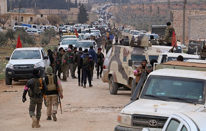 Turkey-backed-opposition fighters regroup as they advance on the western outskirts of the northern Syrian city of al-Bab (AFP Photo)