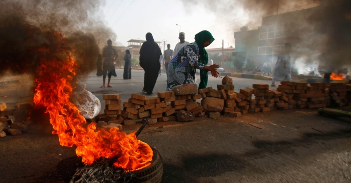 Sudanese protesters close Street 60 with burning tyres and pavers as military forces tried to disperse a sit-in outside Khartoum's army headquarters on June 3, 2019. (AFP Photo)