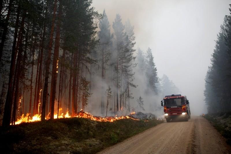 A wildfire is seen in Karbole outside Ljusdal, Sweden, July 15, 2018. Picture taken July 15, 2018. (Mats Andersson/TT News Agency via Reuters)