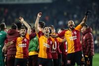 Galatasaray breaks 20-year spell, defeats Fenerbahçe at Kadıköy as tensions flare