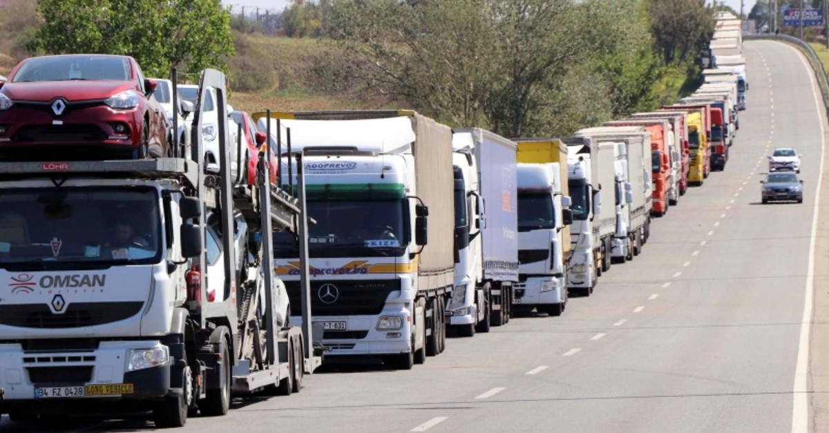 Trucks waiting in line to cross into Europe in Turkey's Edirne (AA Photo)