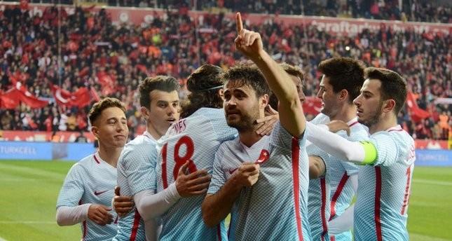 منتخب تركيا لكرة القدم يهزم مولدوفا بثلاثة أهداف ودياً