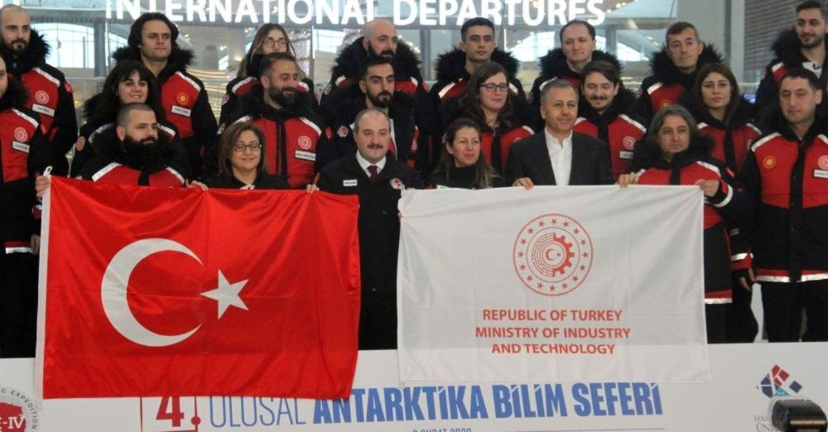 Minister Varank, center first row, poses with the expedition team prior to their departure from Istanbul, Feb. 9, 2020. (?HA Photo)