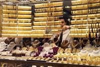 تجاوز حجم الصادرات التركية من سبائك الذهب، خلال الأعوام الخمسة الأخيرة، حاجز 800 طن، بإجمالي عائدات تفوق 35 مليار دولار.  وبحسب معطيات مؤسسة الإحصاء التركية، اطلعت عليها الأناضول، فقد صدّرت تركيا...