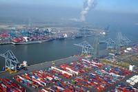 سجلت تركيا العام الماضي ثاني أعلى حجم صادرات في تاريخ الجمهورية بواقع 157.1 مليار دولار، حسبما كشفت بيانات وزارة التجارة والجمارك أمس.  وبلغت الصادرات 157.1 مليار دولار في كانون الثاني / يناير -...