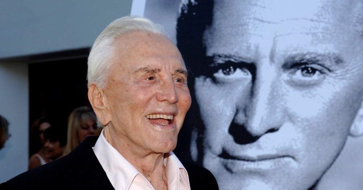 Actor Kirk Douglas arrives to receive an inaugural award for excellence in film presented by the Santa Barbara International Film Festival, July 30, 2006. (REUTERS Photo)