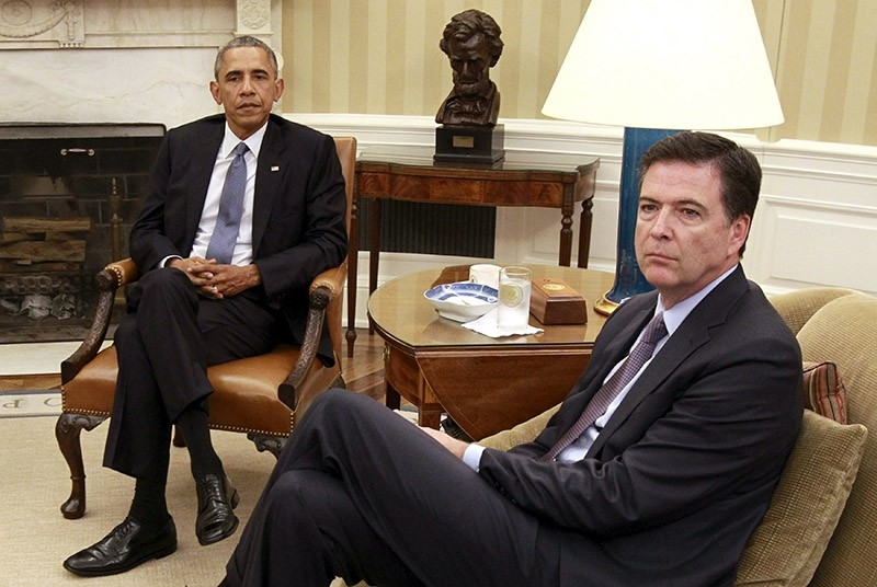 Former U.S. President Barack Obama (L) sits with FBI Director James Comey in the Oval Office in Washington, U.S. July 2015. (Reuters File Photo)