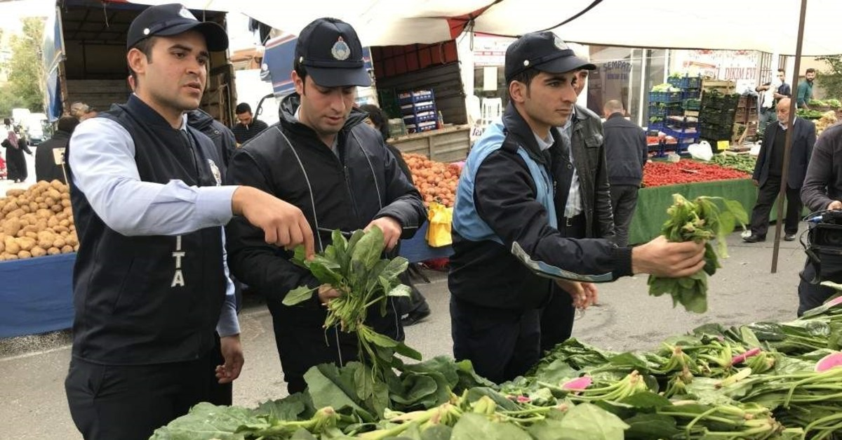 Officials gather spinach samples from markets for analysis in Istanbul, Turkey, Nov. 5, 2019. (IHA Photo)