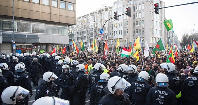 Police officers stops a mass demonstration in Cologne with more than 20,000 participants protesting against Turkey's Operation Olive Branch, in Cologne, western Germany, on January 27, 2018. (AFP Photo)