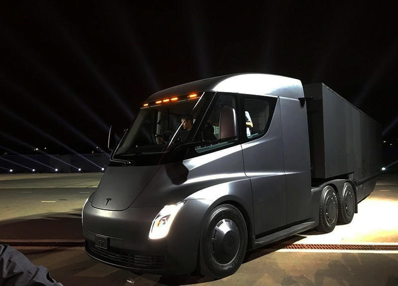 Tesla's new electric semitruck is unveiled during a presentation in Hawthorn, Calif., U.S., Nov. 16, 2017. (Reuters Photo)