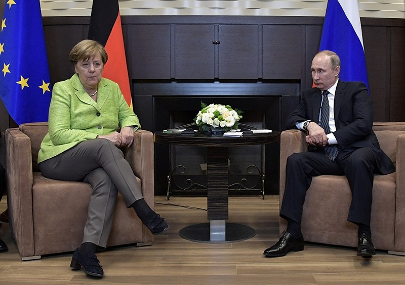Russian President Vladimir Putin meets with German Chancellor Angela Merkel at the Bocharov Ruchei state residence in Sochi, Russia May 2, 2017 (EPA Photo)