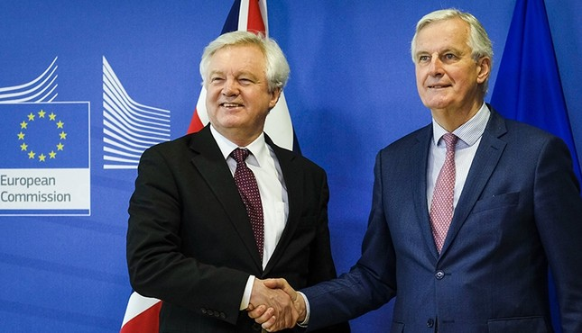 Britain's Secretary of State for Exiting the European Union David Davis and European Union's chief Brexit negotiator Michel Barnier pose ahead of a meeting in Brussels, Belgium, March 19, 2018.  (Reuters Photo)