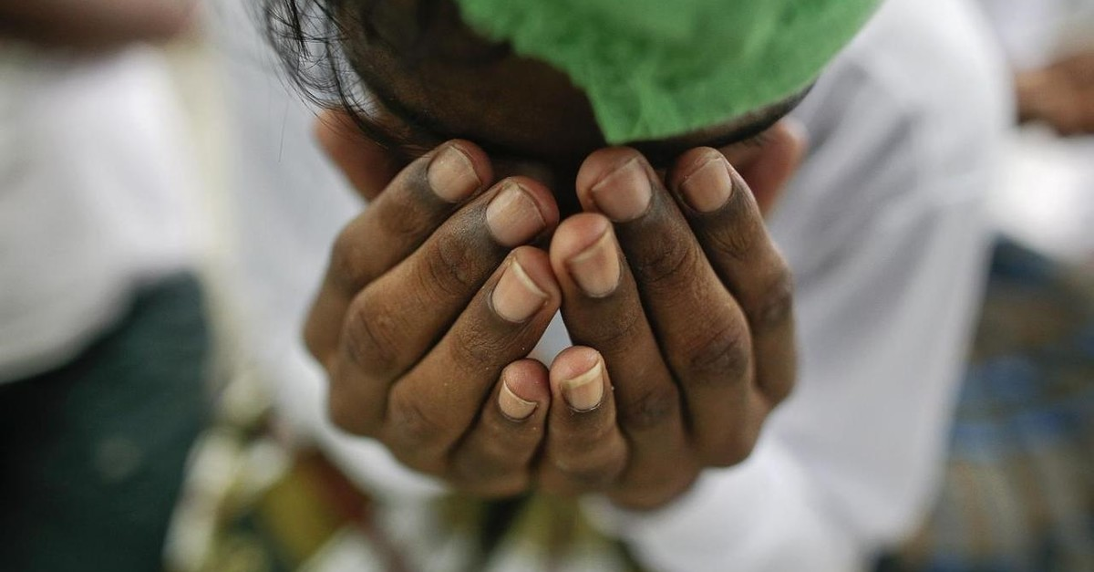 A suspected victim of human trafficking prays at a government shelter in Takua Pa district of Phang Nga October 17, 2014. (REUTERS Photo)