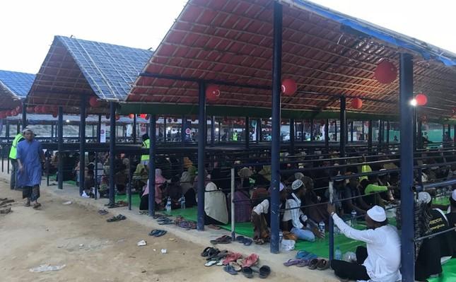 Bangladesch: Türkische Entwicklungshilfsorganisation TIKA organisiert Fastenbrechen für Rohingya-Flüchtlinge