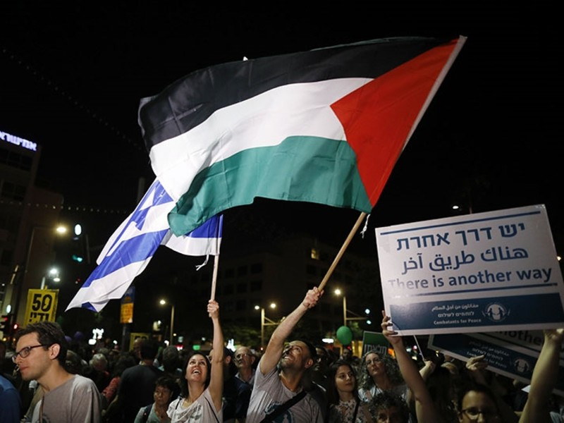 Israeli demonstrators waving Israeli and Palestinian flags during a protest rally supporting the two states solution between Israel and the Palestinians, in Rabin square (EPA Photo)