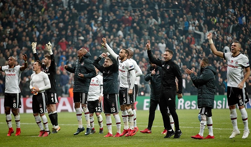 Beu015fiktau015f's players celebrate after the Champions League Group G soccer match between Beu015fiktau015f and FC Porto in Istanbul, Turkey, Nov. 21, 2017. (AP Photo)