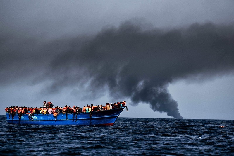 Migrants wait to be rescued as they drift at sunset in the Mediterranean Sea some 20 nautical miles north off the coast of Libya on October 3, 2016. (AFP Photo)