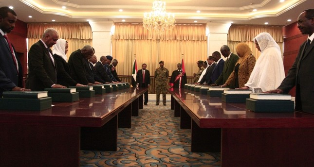 Members of the Sudanese cabinet take oath in at the presidential palace in the capital Khartoum, on September 8, 2019. (AFP Photo)