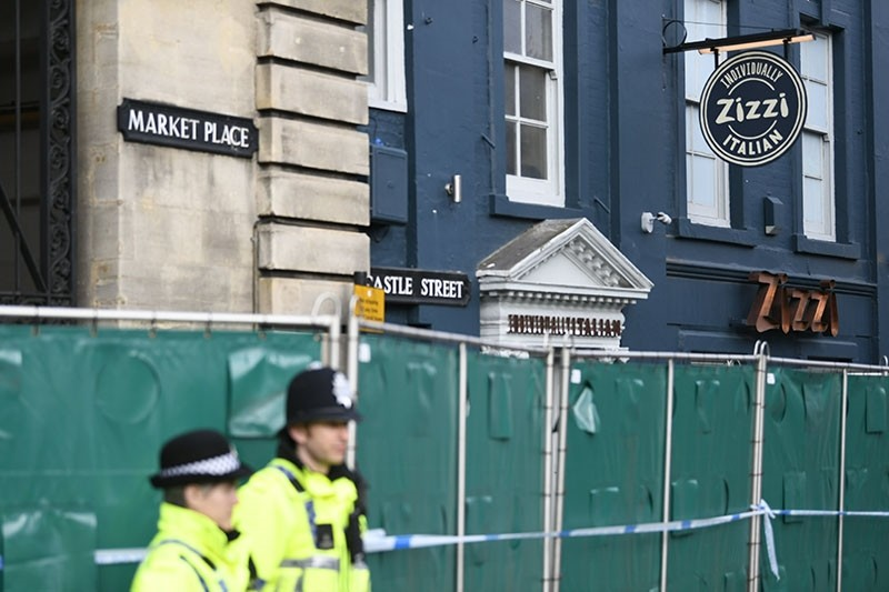 Police stand near a cordoned off Zizzi restaurant after traces of the nerve agent used against former Russian spy Sergei Skripal and his daughter, Yulia, have been found at the establishment in Salisbury, southern England, March 11, 2018. (EPA Photo)
