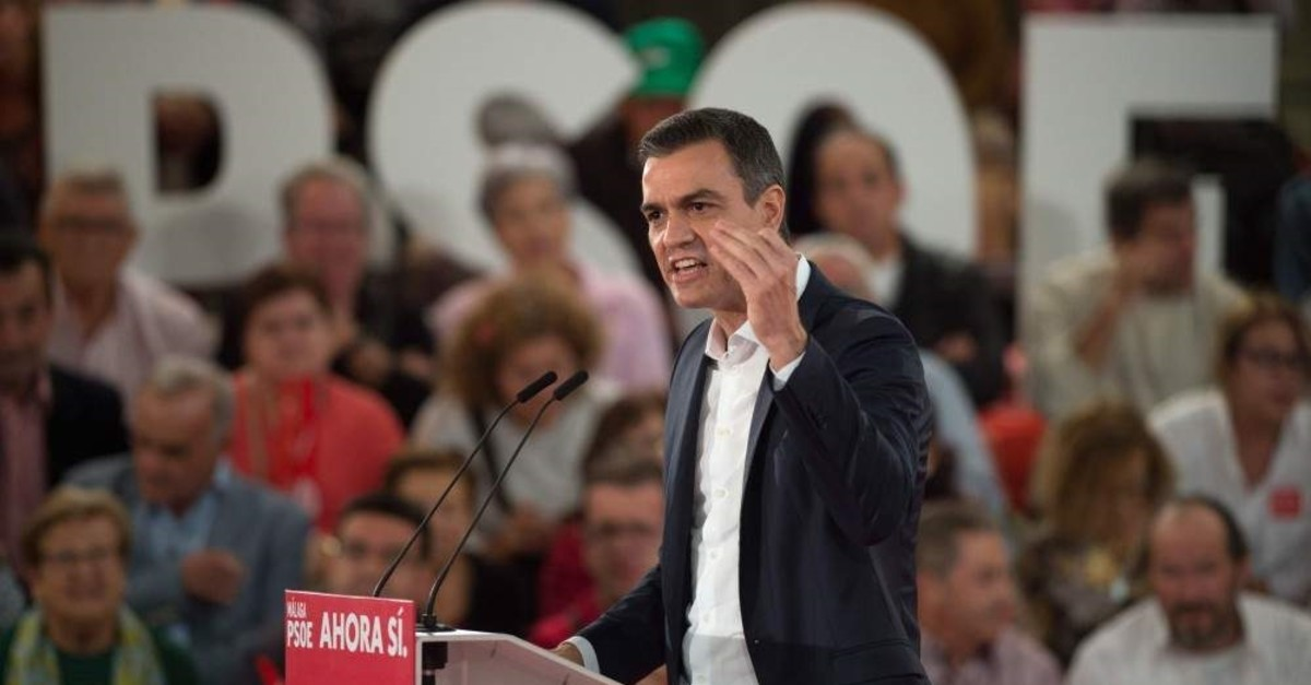 Spain's prime minister and candidate for the Spanish Socialist PSOE party, Pedro Sanchez, delivers a speech during a campaign rally, Torremolinos, Nov. 6, 2019. (AFP Photo)