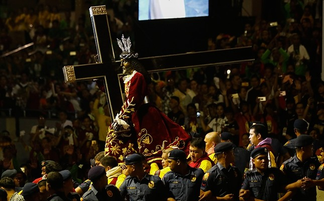 The Black Nazarene statue is taken from a stage to begin a procession as Catholic devotees flock around to mark its feast day in Manila, Philippines, Jan. 9, 2018. (EPA Photo)