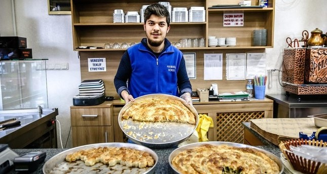 The Hanımeli pastry shop offers spinach, cheese and minced meat burek in the neighborhood.