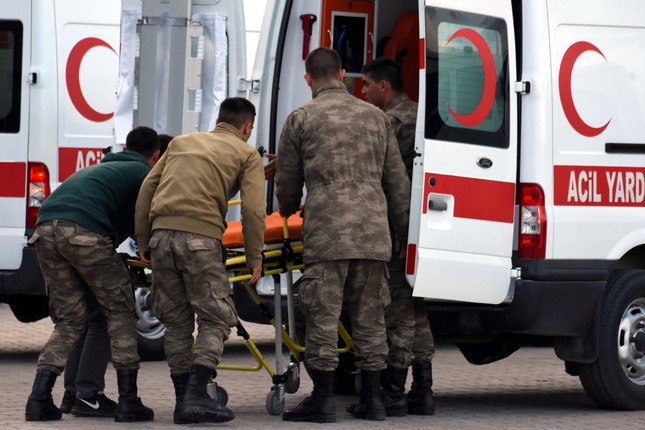 Soldiers wounded in the PKK terror attack are being transferred to the hospital in Van, May 24, 2016 (DHA Photo)