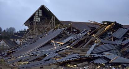 pNach dem schwersten Orkan seit mehr als zehn Jahren in Deutschland ist die Zahl der Toten bundesweit auf mindestens acht gestiegen./p  pIn Sachsen-Anhalt kamen durch das Sturmtief...