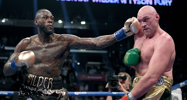 Deontay Wilder punches Tyson Fury in the ninth round fighting to a draw during the WBC Heavyweight Champioinship at Staples Center on December 1, 2018 in Los Angeles, California. (AFP Photo)