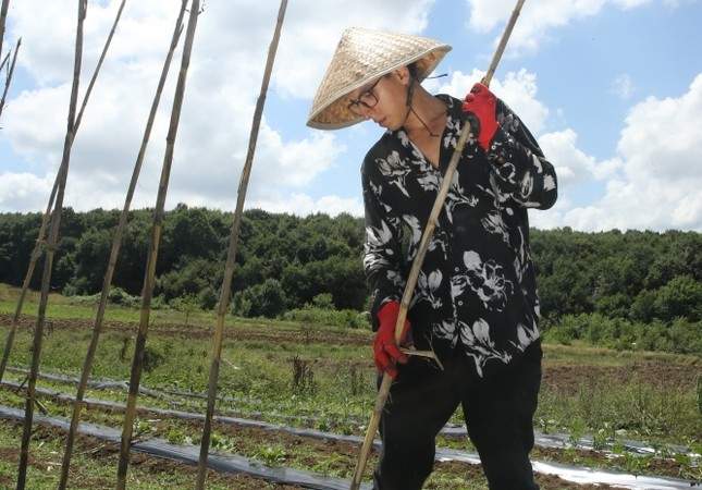 Ecological holiday at local farm lures nature lovers