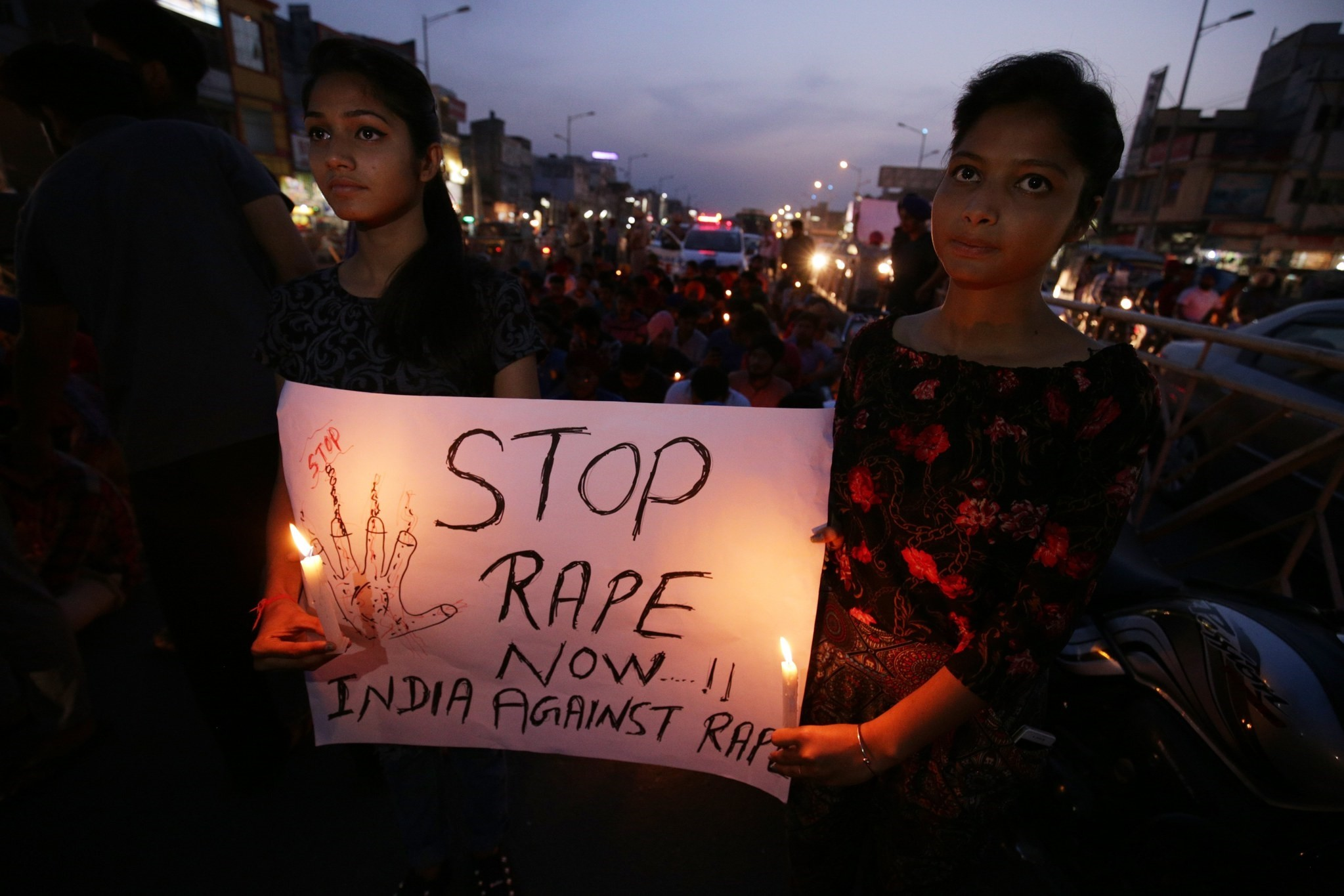 Indian students hold a poster and candles during a candle light march to protest against the rape and murder of eight-year-old Asifa Bano, in Amritsar, India, 14 April 2018. (EPA Photo)