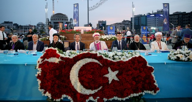Iftar dinner at the heart of Istanbul brings faiths together