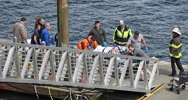 انتشال ضحايا الحادث (AP)