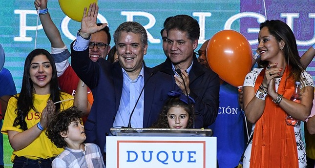 Colombian presidential candidate Ivan Duque (C), for the Democratic Centre party addresses supporters, after winning the first round of the Colombian presidential election, in Bogota on May 27, 2018. (AFP Photo)