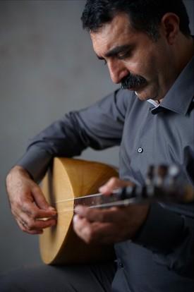 Bağlama virtuoso Erdal Erzincan.