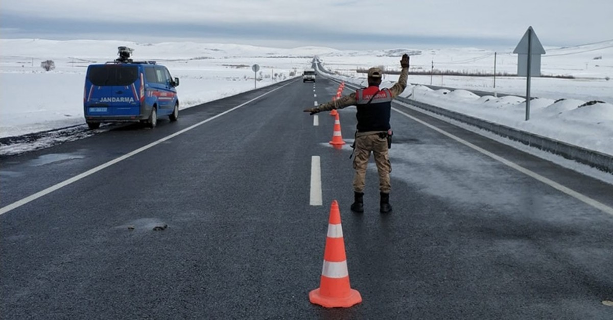 Gendarmerie member stops vehicles as part of a nationwide public security operation (IHA Photo)