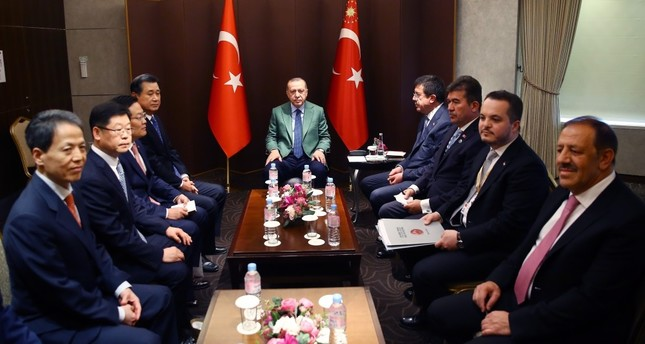 President Erdoğan (C) met the executives of South Korean Hanwha Q-cellls during his two-day visit in the country, Seoul, May 3.