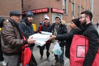 Turkish pizzeria owner helps homeless in Canada