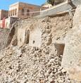 اكتشاف مسجد تاريخي بعد انهيار جدار استنادي في ماردين