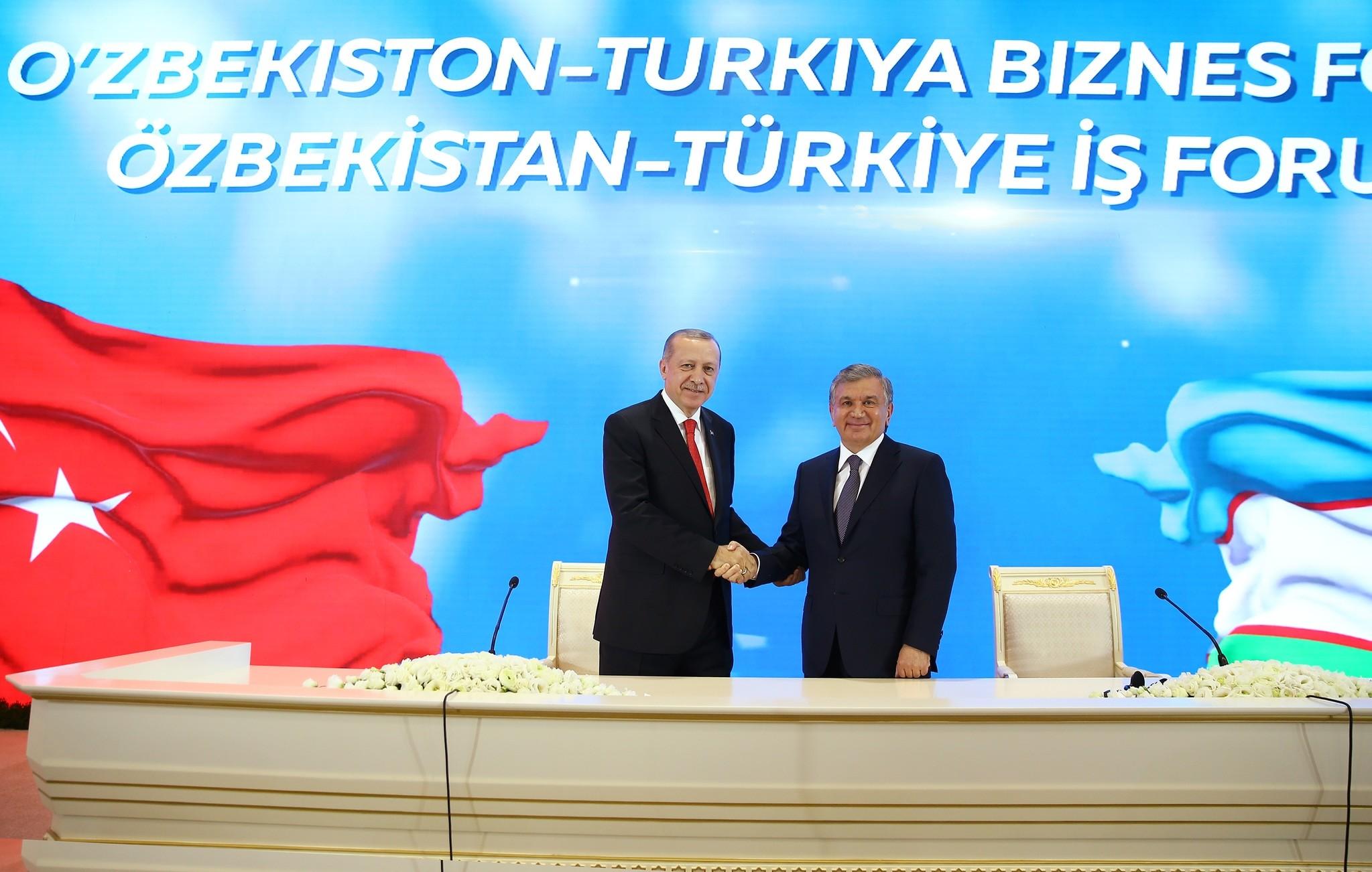 President Erdou011fan (L) and Uzbek President Mirziyoyev (R) attended the Turkey-Uzbekistan Business Forum in the Uzbekistan capital Tashkent, April 30.