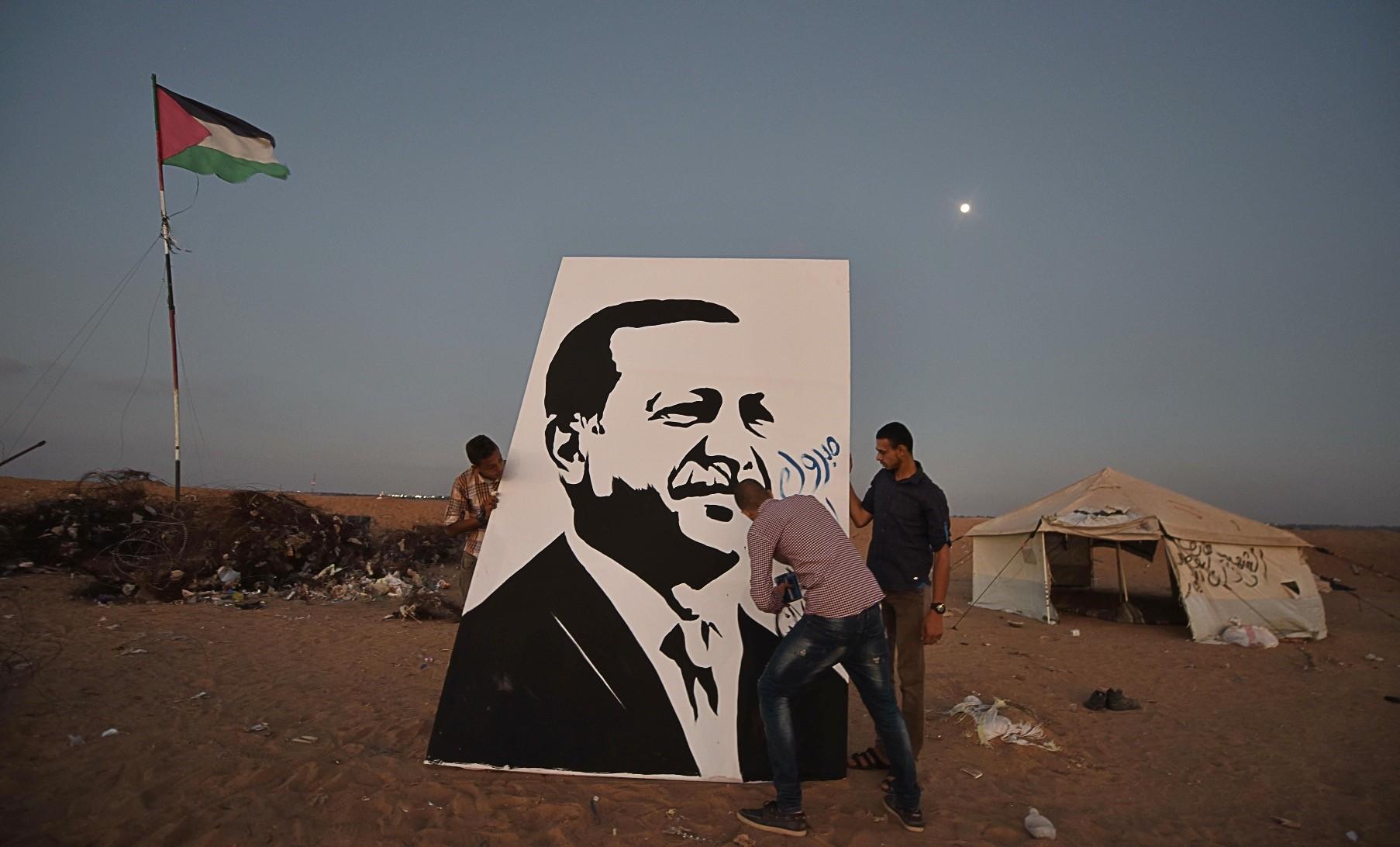 Beha al-Haribi, 21, draws Erdou011fanu2019s portrait in Khan Younis in the Gaza Strip.