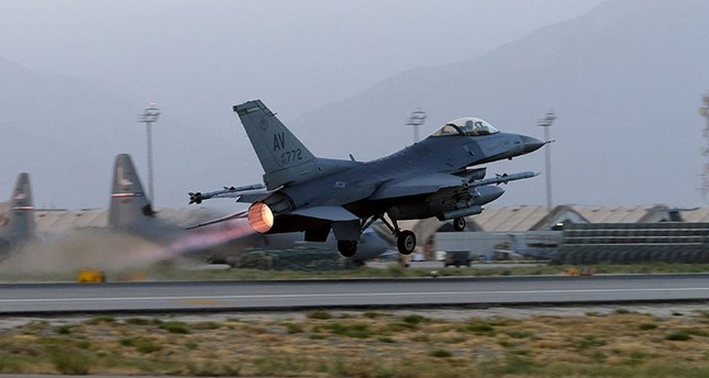 A U.S. Air Force F-16 Fighting Falcon aircraft takes off for a nighttime mission at Bagram Airfield, Afghanistan, August 22, 2017. (Reuters Photo)